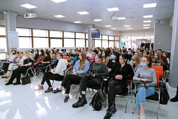 Лекцию по инвестированию от Сбера прослушали студенты ВГУЭС