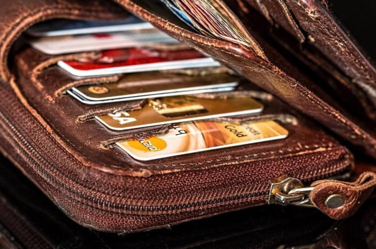 Сбер предложил отказаться от пластика держателям карт