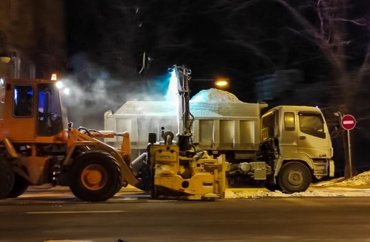 1300 кубометров снега вывезли за ночь с улиц города