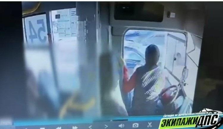 Появились подробности конфликта между водителями автобусов во Владивостоке