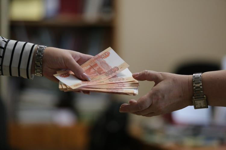 На какую зарплату обычно претендуют мужчины в Приморье?