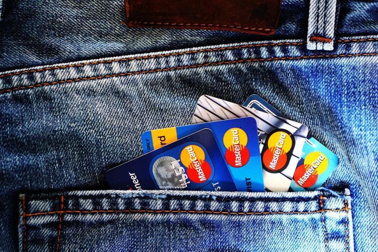 Эксперт перечислил товары, которые нельзя брать в долг