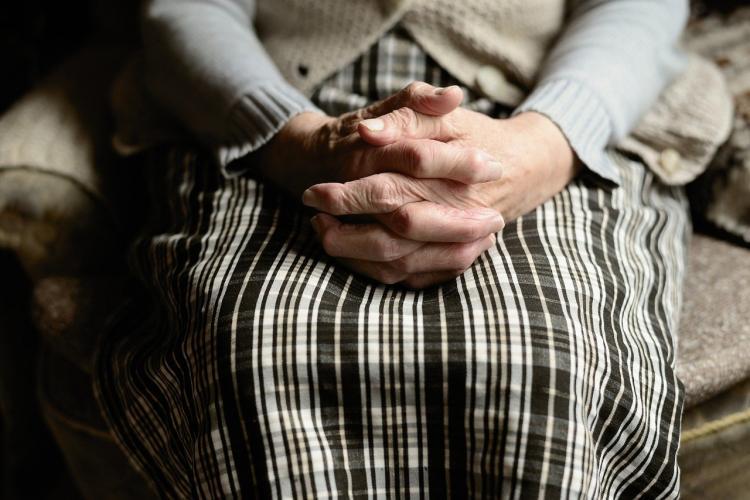 Во Владивостоке пенсионерка взяла мошенникам в кредит почти 2 млн рублей