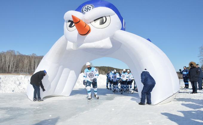 Ледовая бойня в Ордынке: «Сибирь» сыграла в хоккей на льду реки Орда