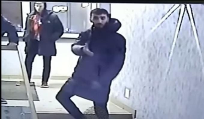 Толпа бородатых мужчин до полусмерти избила мужчину в Новосибирске