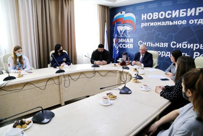 В столице Сибири отметили годовщину создания Волонтерского центра «Единой России»