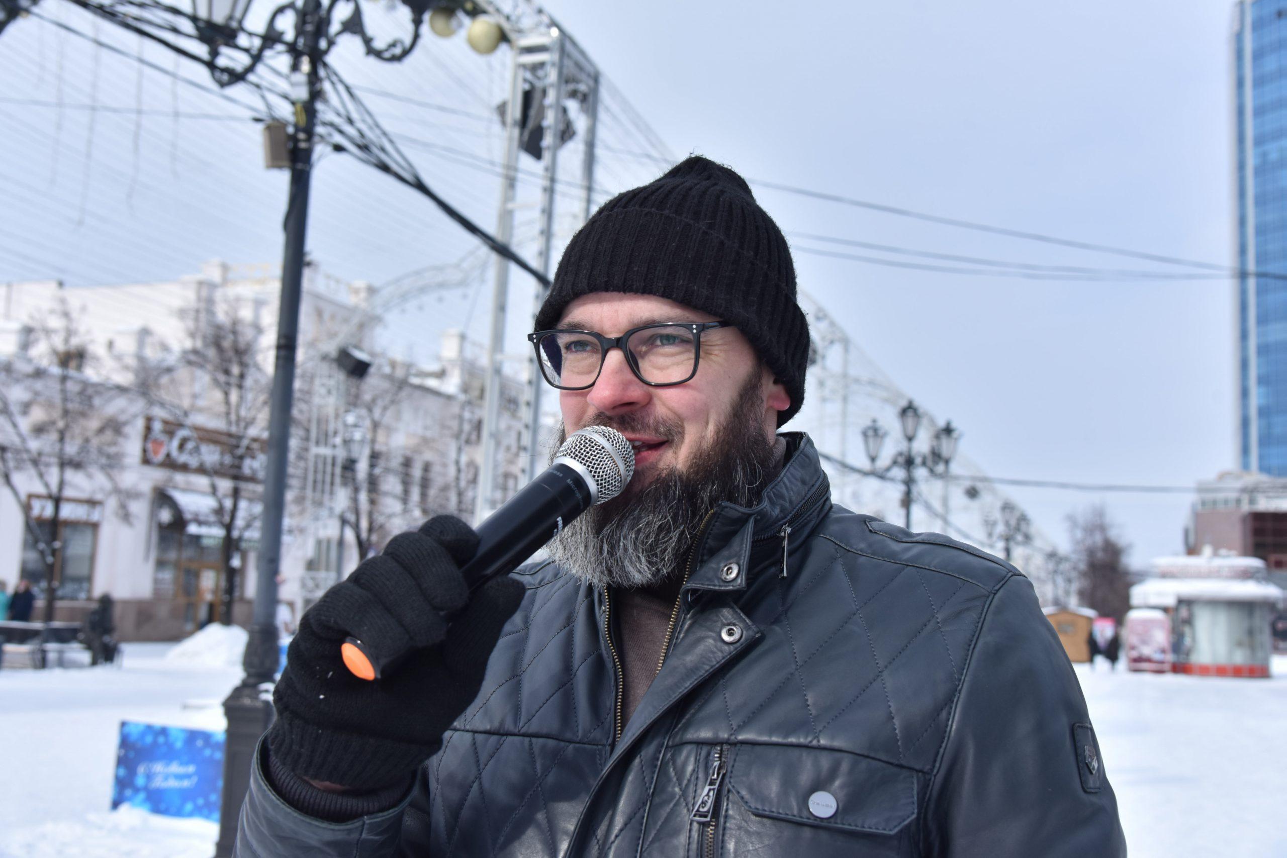 Жительниц Челябинска наКировке поздравляют с8Марта гвардейцы Петра Великого