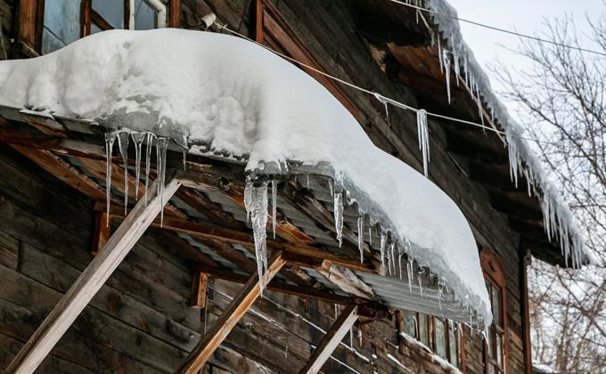 Владельцев балконов обвинили в росте сосулек в Новосибирске