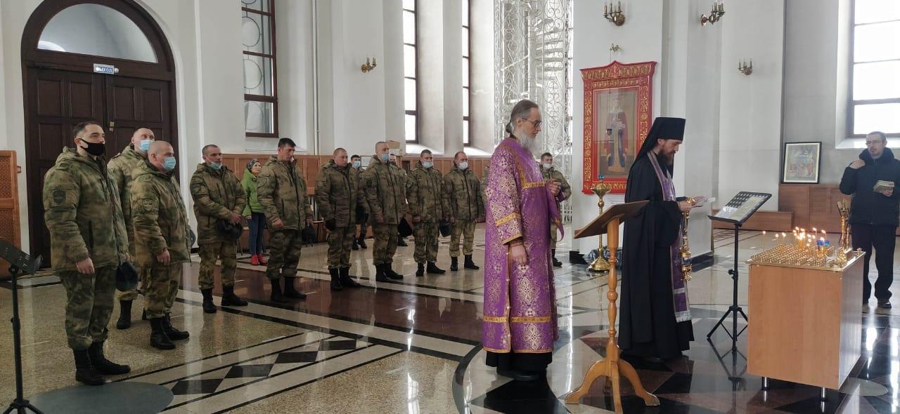 Молебен по погибшим росгвардейцам прошел в Троице-Владимирском соборе