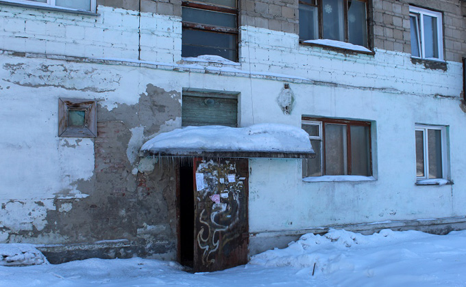 Как выживают искитимцы в доме с падающими балконами