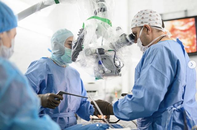 Гигантскую опухоль из головы молодой матери удалили хирурги НИИТО