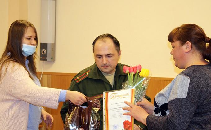 Солдат из Искитима спит под звёздами Кремля