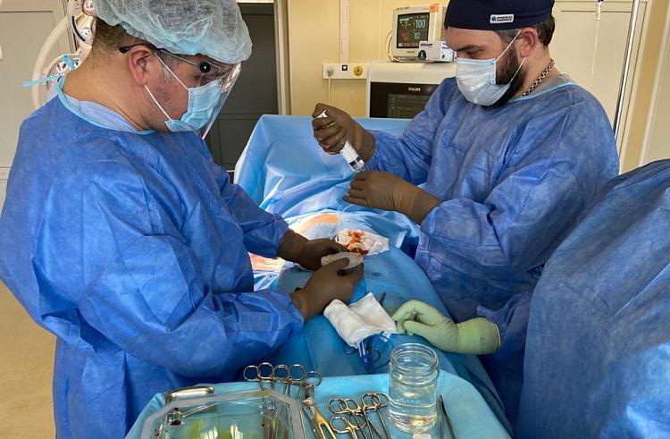 Сложную операцию по удалению раковой опухоли провели во Владивостоке