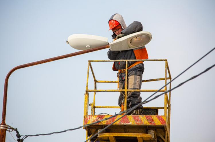 Более 150 уличных светильника восстановили во Владивостоке специалисты ВПЭС