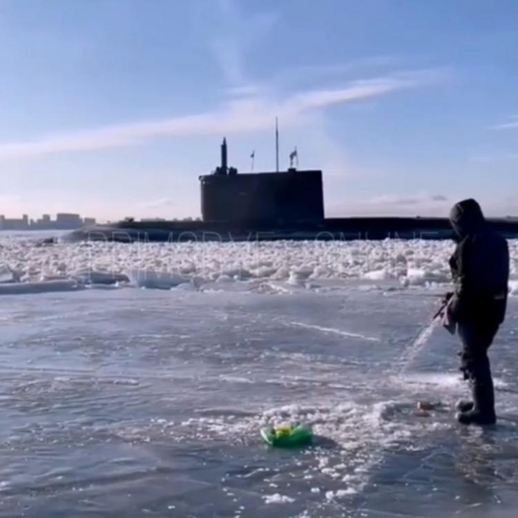 «Типичная» зимняя рыбалка во Владивостоке попала на видео