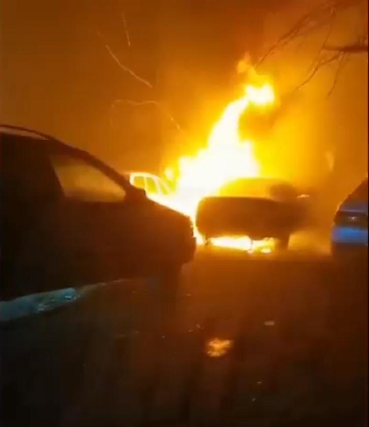 Автомобиль вспыхнул вечером во Владивостоке
