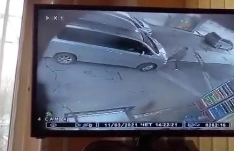 Водитель пытался задавить врача, спешившего в ковидный госпиталь