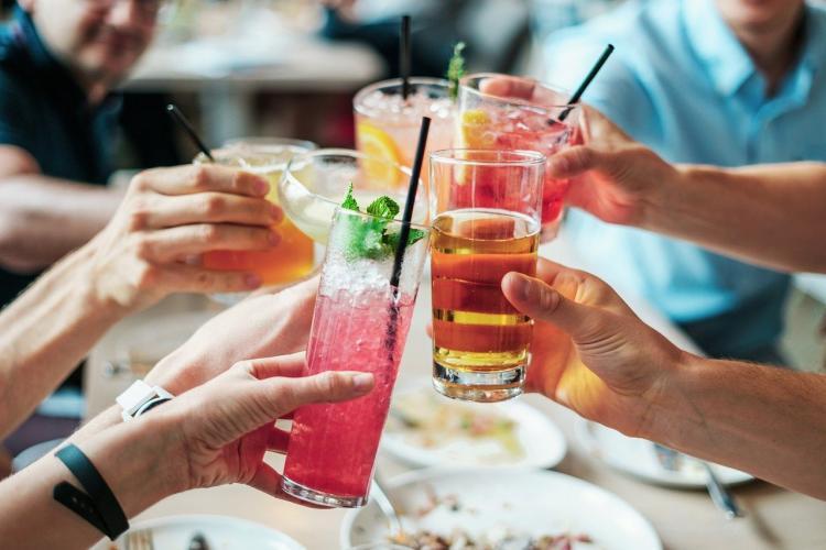 Нарколог объяснил, что усиливает вредное воздействие спиртного