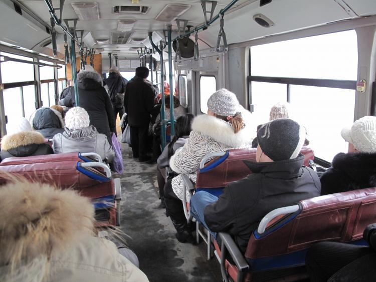 Полиция Владивостока разыскала парня, устроившего конфликт в автобусе