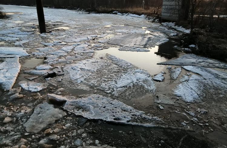 В Приморье взрывают лёд на реках