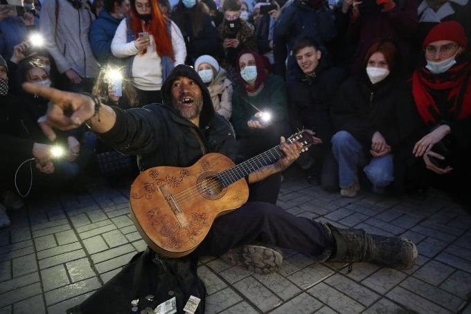 Несанкционированная акция в Новосибирске прошла без задержаний с хороводами и танцами