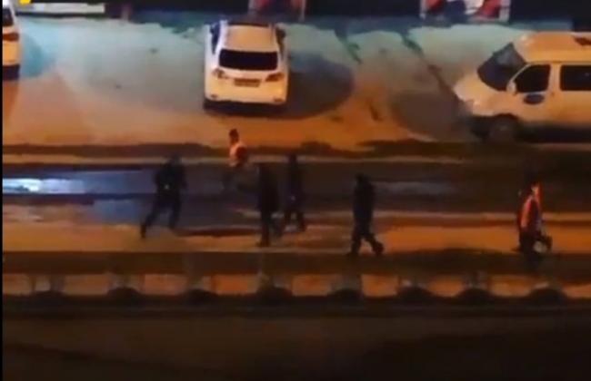 Толпа избила  рабочих из-за плохих дорог в Новосибирске