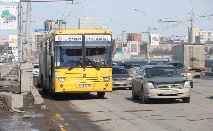Мэрия приостановит движение электротранспорта по Октябрьскому мосту