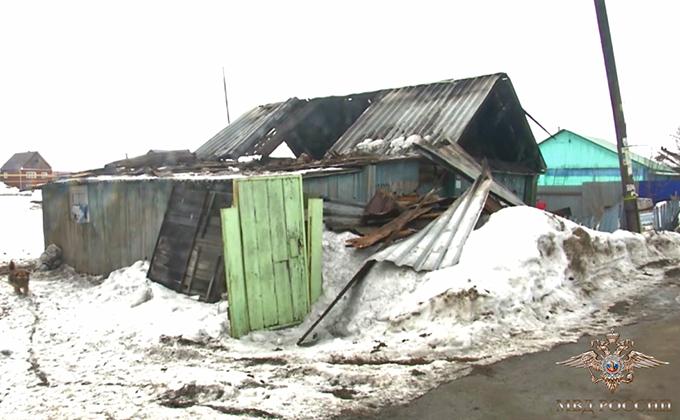 Гаишники спасли шесть человек на пожаре под Новосибирском