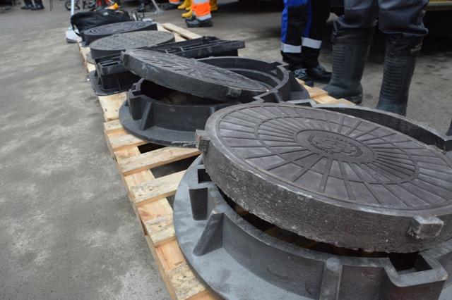 Металлические решетки ливневок и люки заменят на полимерные в Новосибирске