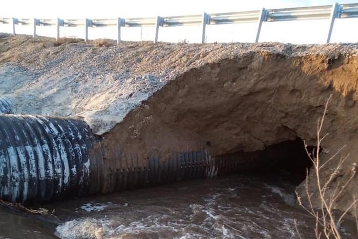 Дамбу через реку Тулка размыло в Искитимском районе