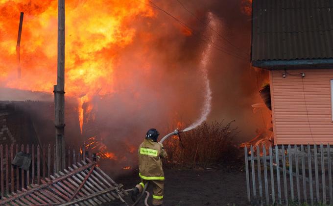 Дачи на 30 миллионов сжег пьяница в Новосибирской области