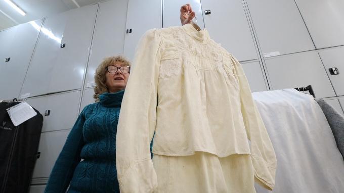 Тайны музейных запасников: раритетная одежда и обувь