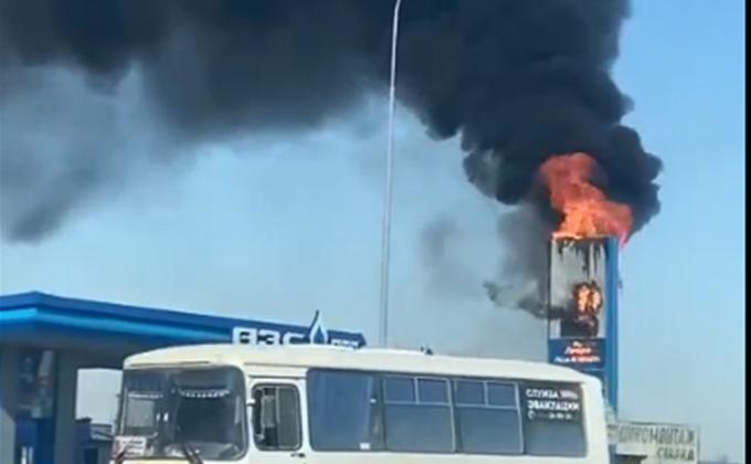 «Цены огонь»: пожар вспыхнул на автозаправке под Новосибирском