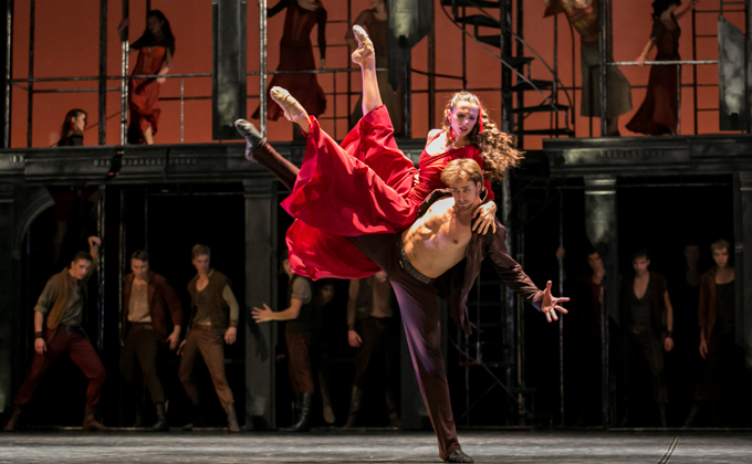 Новосибирцы раскупили билеты на балет «По ту сторону греха»