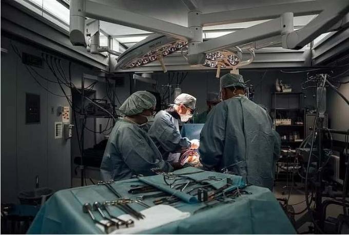 Первую в мире операцию на сердце через боковой разрез провели в Новосибирске