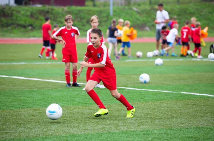 Бесплатные тренировки по футболу для юных горожан проходят во Владивостоке
