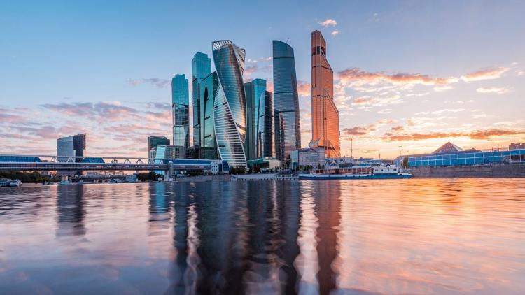 Чтобы стать москвичом, нужно продать две квартиры во Владивостоке