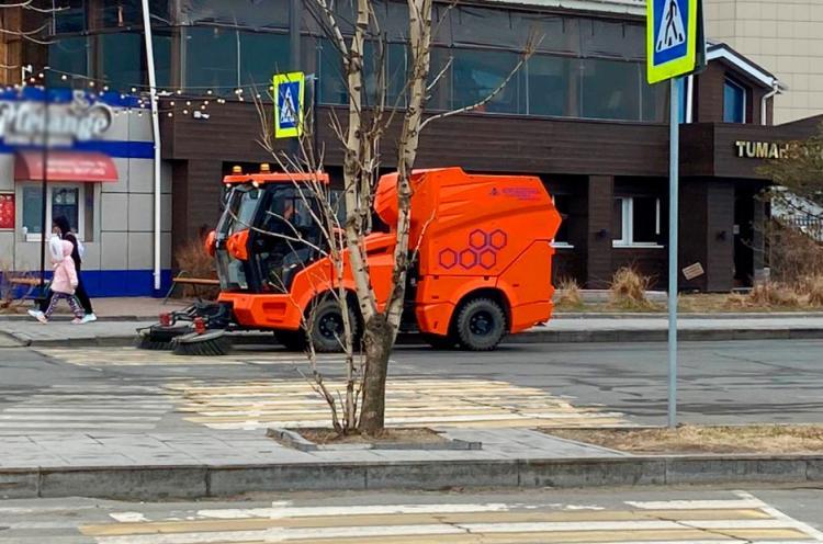 Пылесосы ежедневно работают на улицах Владивостока