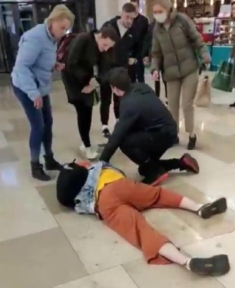 Равнодушные и злые?: в крупном ТЦ Владивостока провели эксперимент