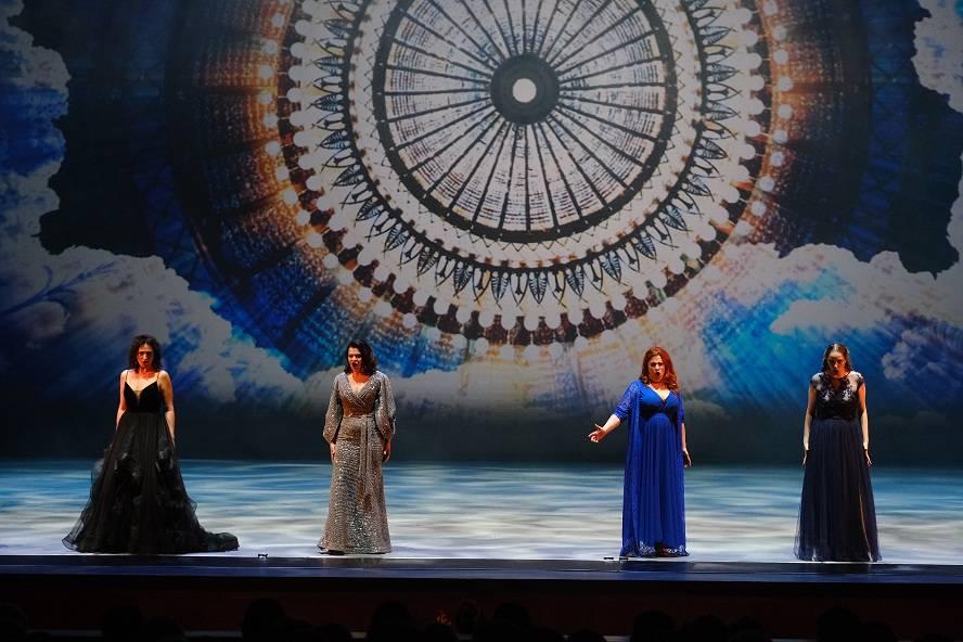 Мировые звезды приехали на юбилей НОВАТ в Новосибирск