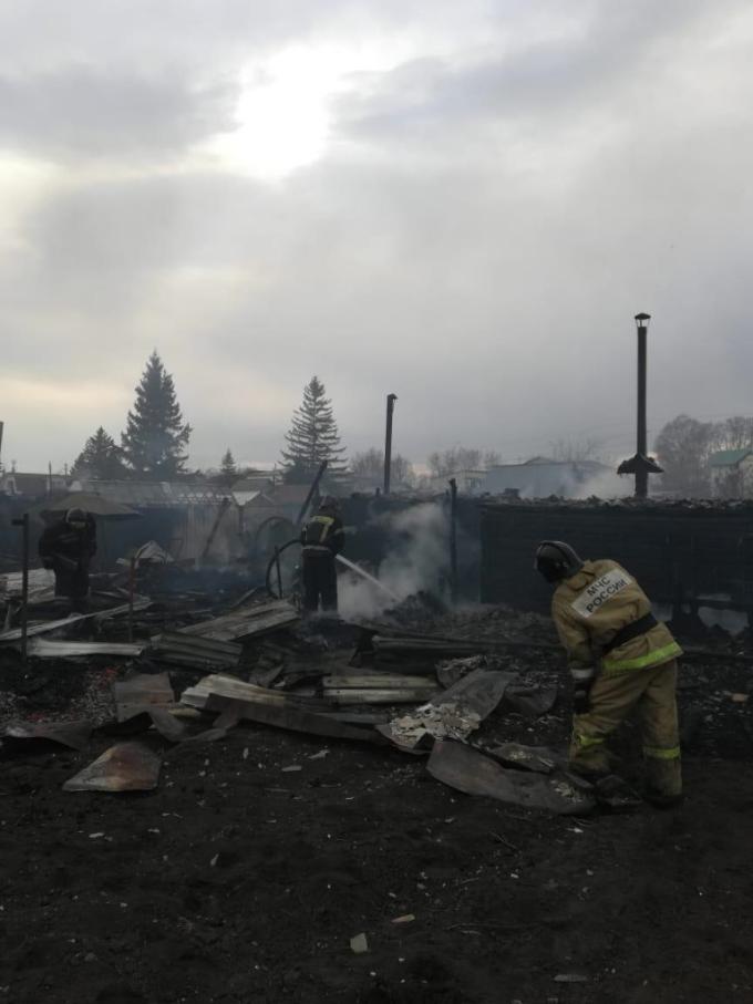 Сгорели 5 дачных домиков в садовом обществе под Новосибирском