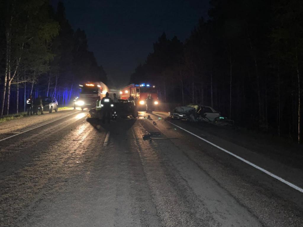 Шесть человек в больнице, один погиб в лобовом ДТП под Новосибирском