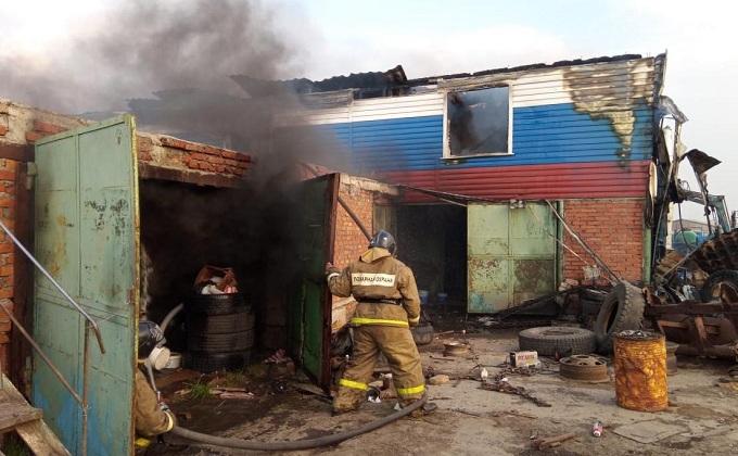 Придорожное кафе сгорело на трассе Р-254, спаслись 15 человек