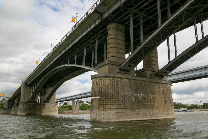 Отремонтировать Октябрьский мост требует через суд прокуратура