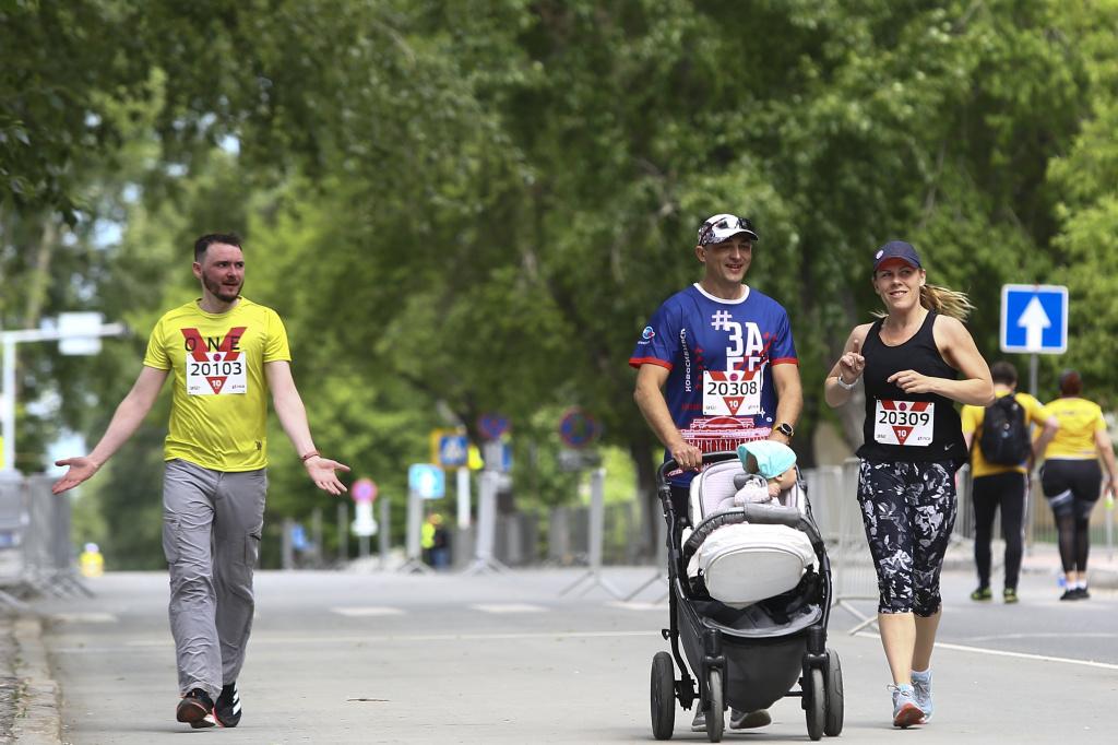 «ЗаБег»-2021: 3000 бегунов пробежали по перекрытым магистралям Новосибирска