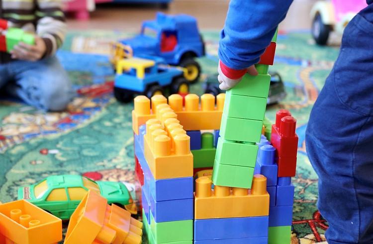 Размер детских пособий в Приморье пересчитают