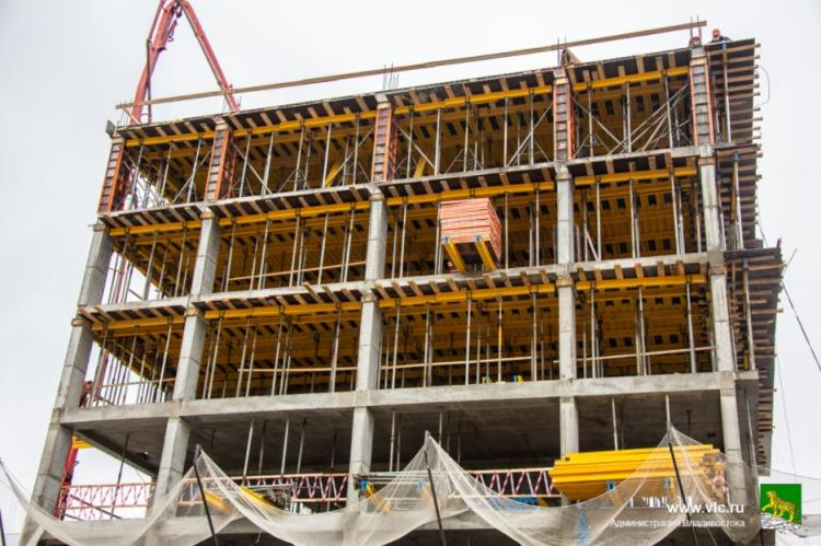 Строительство парковки в районе вокзала во Владивостоке идет по графику