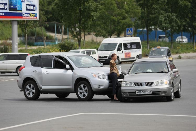 Конкретный развод: владивостокских водителей предупредили об автоподставе