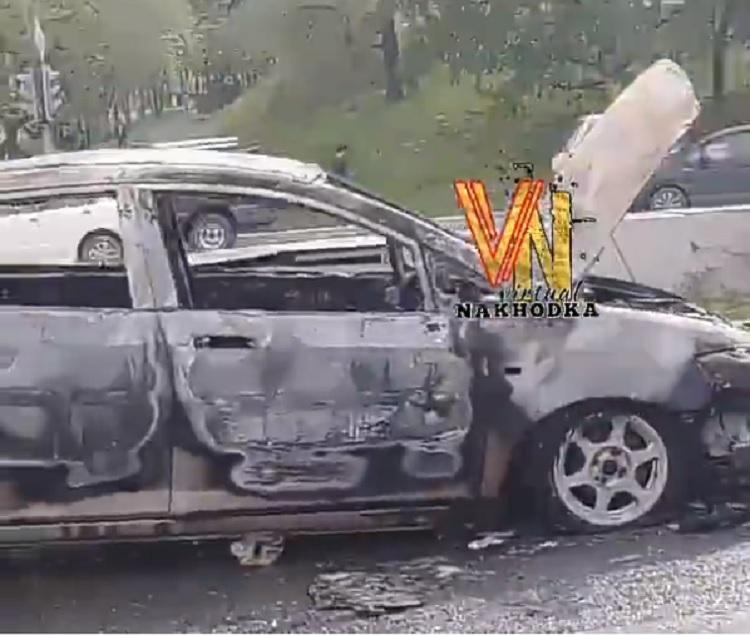 Автомобиль сгорел в Приморье