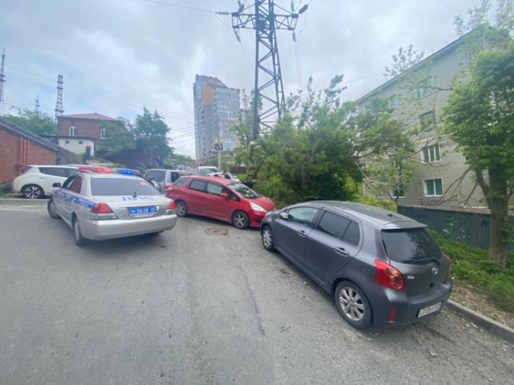 Госинспекция озвучила подробности массового ДТП во дворе Владивостока